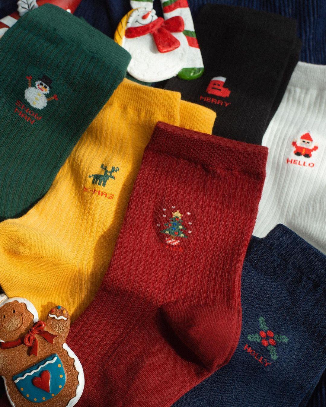 Tất Giáng sinh giá hạt dẻ mà cực yêu, mua để diện hay đem tặng cũng hết ý - Ảnh 2.