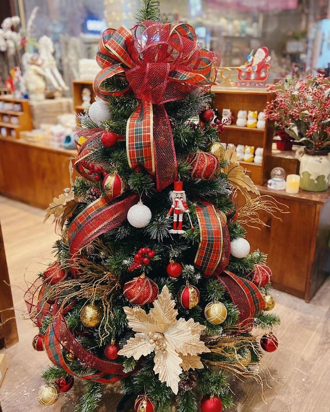 Sắm cây thông giả cho Noel: Hơn trăm nghìn hay tiền triệu đều có, loại nào cũng siêu đẹp - Ảnh 7.