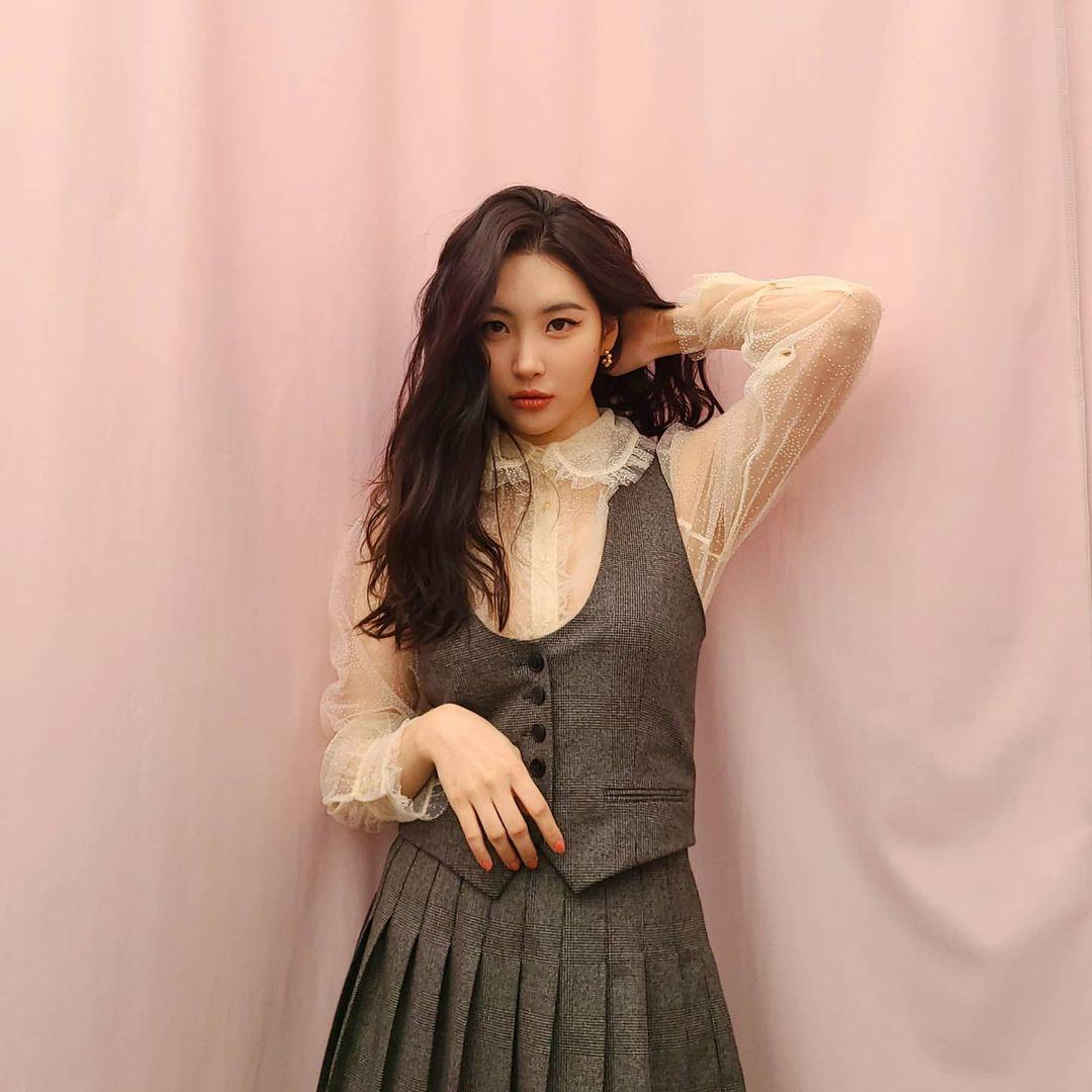 Váy áo Zara, H&M sao Hàn diện đợt này: Hé lộ ngay kiểu áo khoác bạn nên sắm nhất mùa Đông - Ảnh 1.