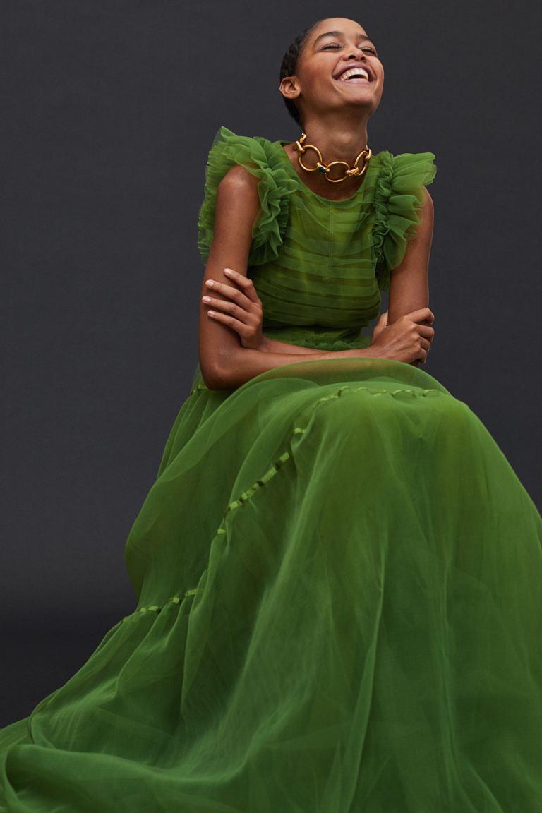 Rosé diện váy H&M mà xịn bất ngờ, còn khéo cắt váy khoe body - Ảnh 4.