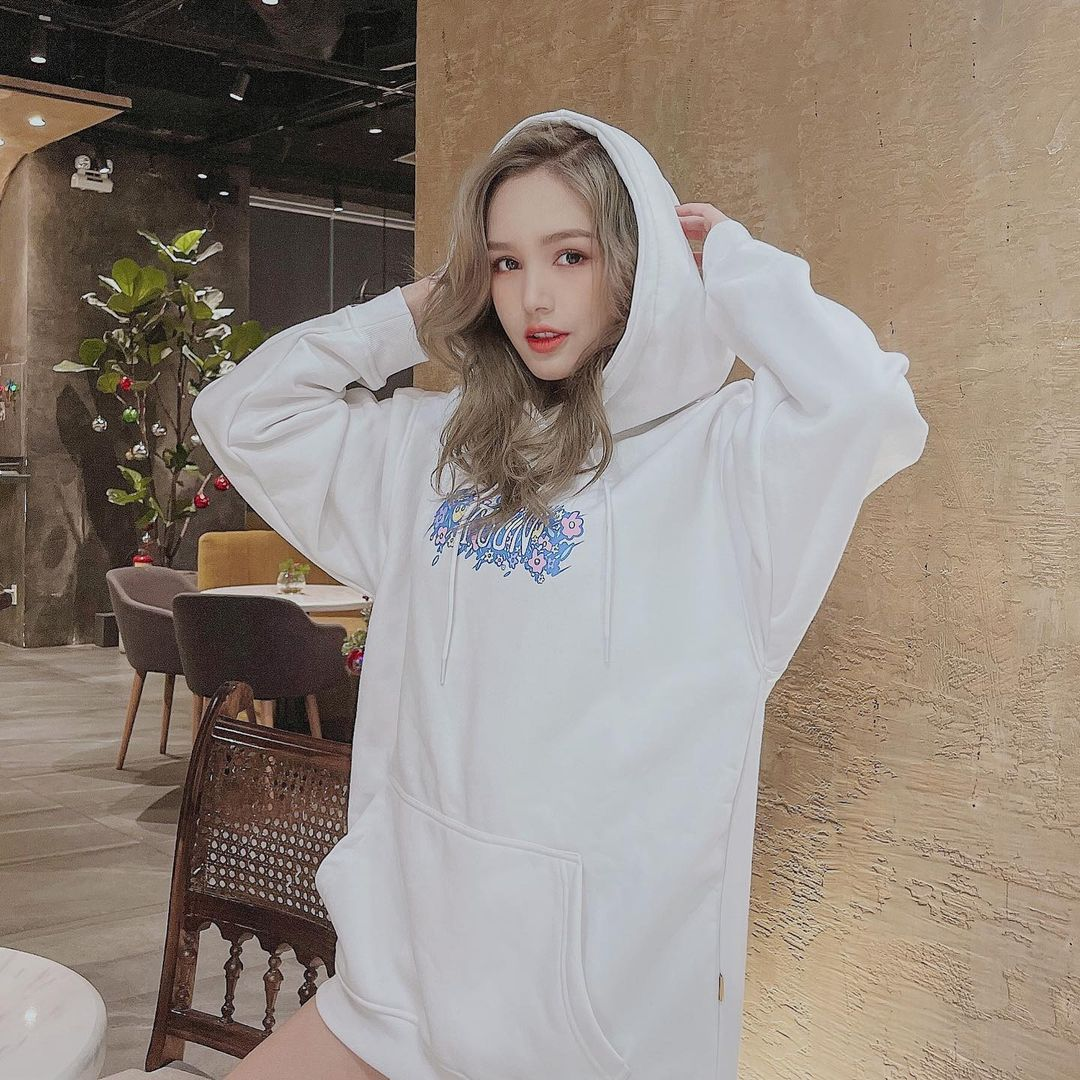 Sao Việt mê đồ local brand giá rẻ: Thiều Bảo Trâm diện nguyên set váy hot trend 520k, Linh Ka sắm áo Tết 320k - ảnh 4