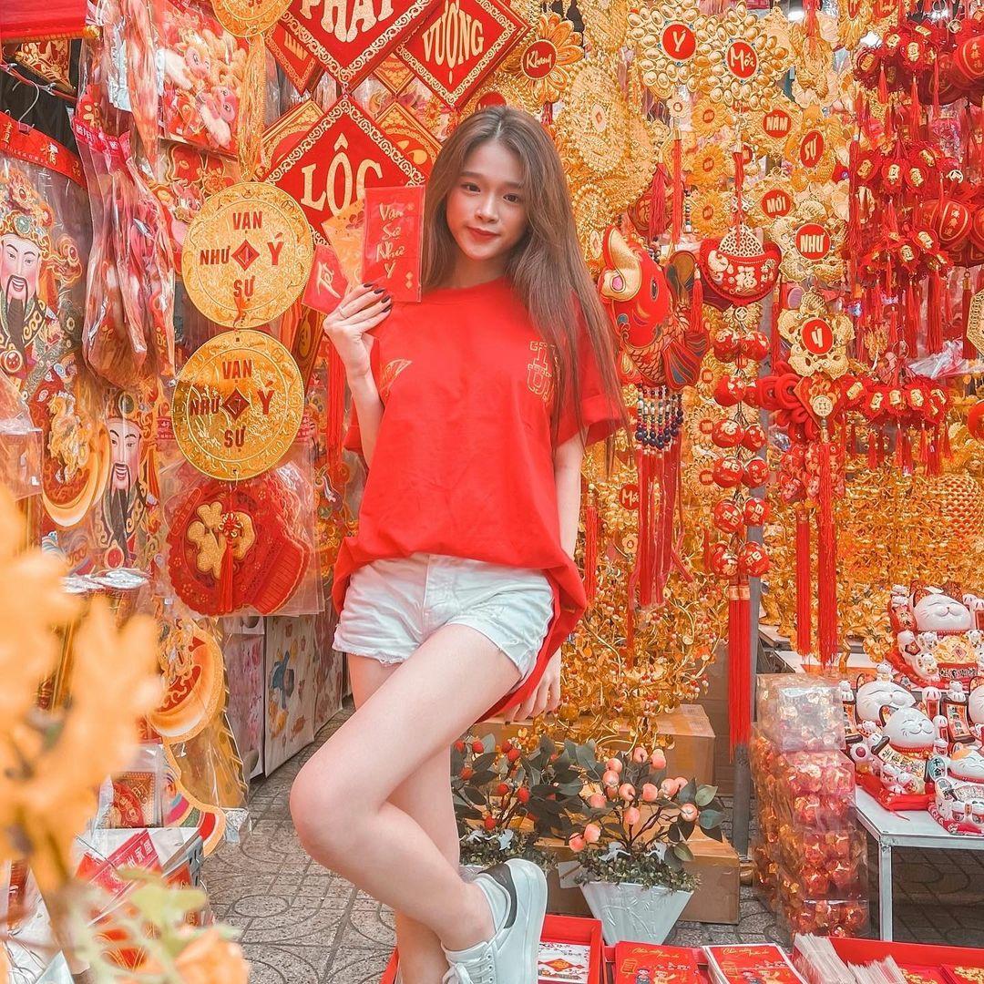 Sao Việt mê đồ local brand giá rẻ: Thiều Bảo Trâm diện nguyên set váy hot trend 520k, Linh Ka sắm áo Tết 320k - ảnh 1