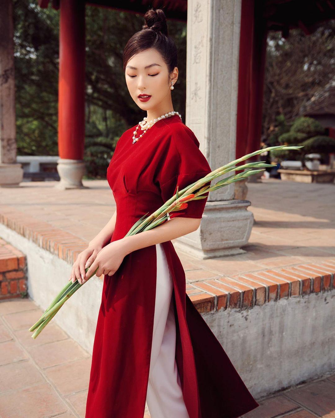 Áo dài đỏ của local brand: Giá từ 650K, chất với dáng đều đẹp lung linh để diện Tết - Ảnh 3.