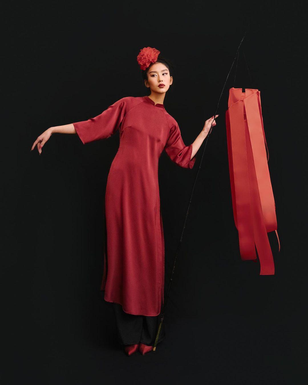 Áo dài đỏ của local brand: Giá từ 650K, chất với dáng đều đẹp lung linh để diện Tết - Ảnh 4.