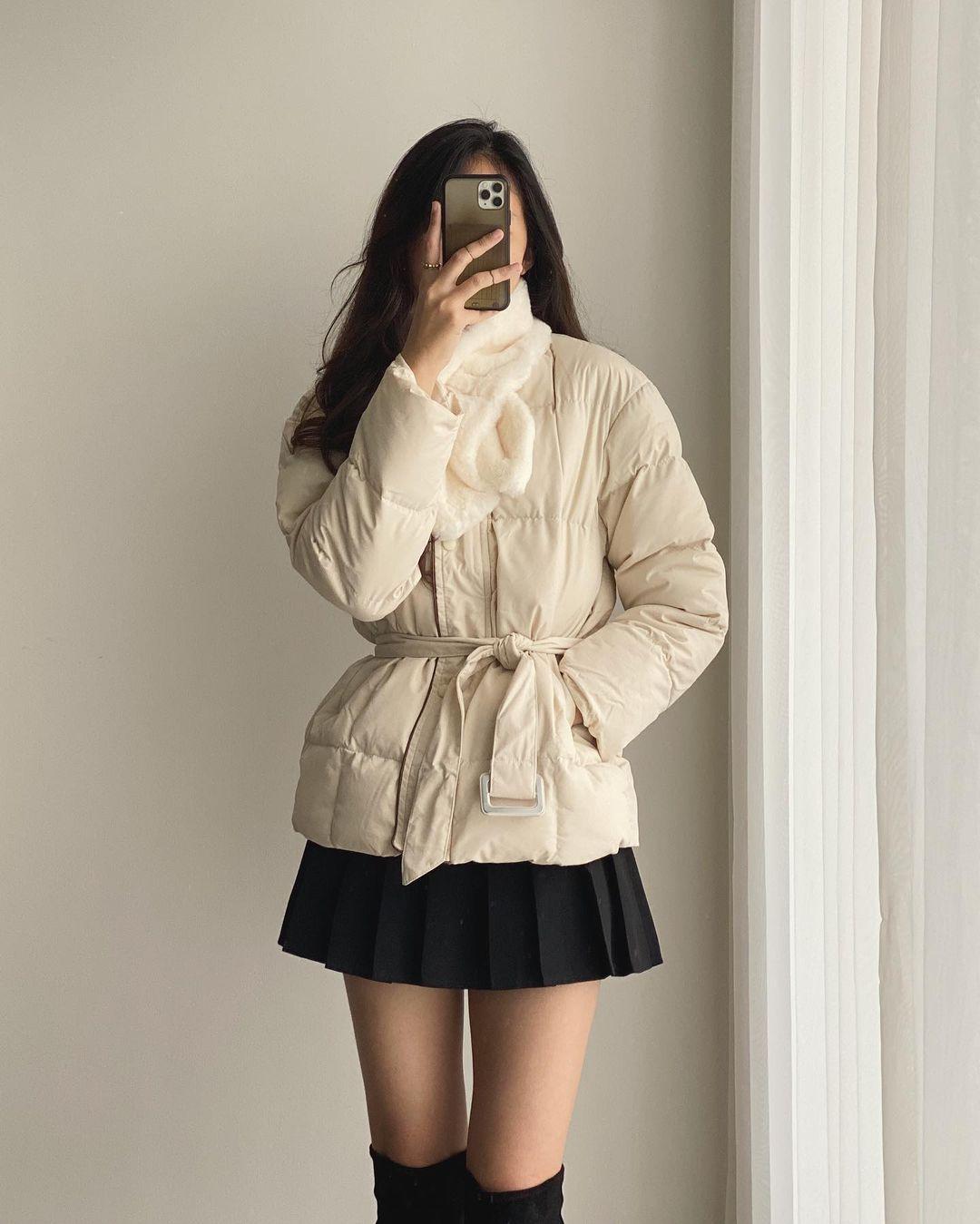 6 áo khoác xinh xẻo ít đụng hàng tại các shop hot, có cả set áo kèm túi xinh ngỡ ngàng - Ảnh 1.