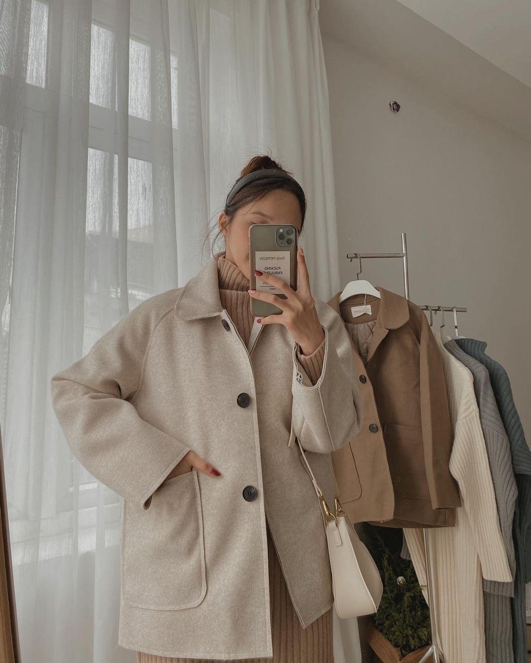 6 áo khoác xinh xẻo ít đụng hàng tại các shop hot, có cả set áo kèm túi xinh ngỡ ngàng - Ảnh 2.