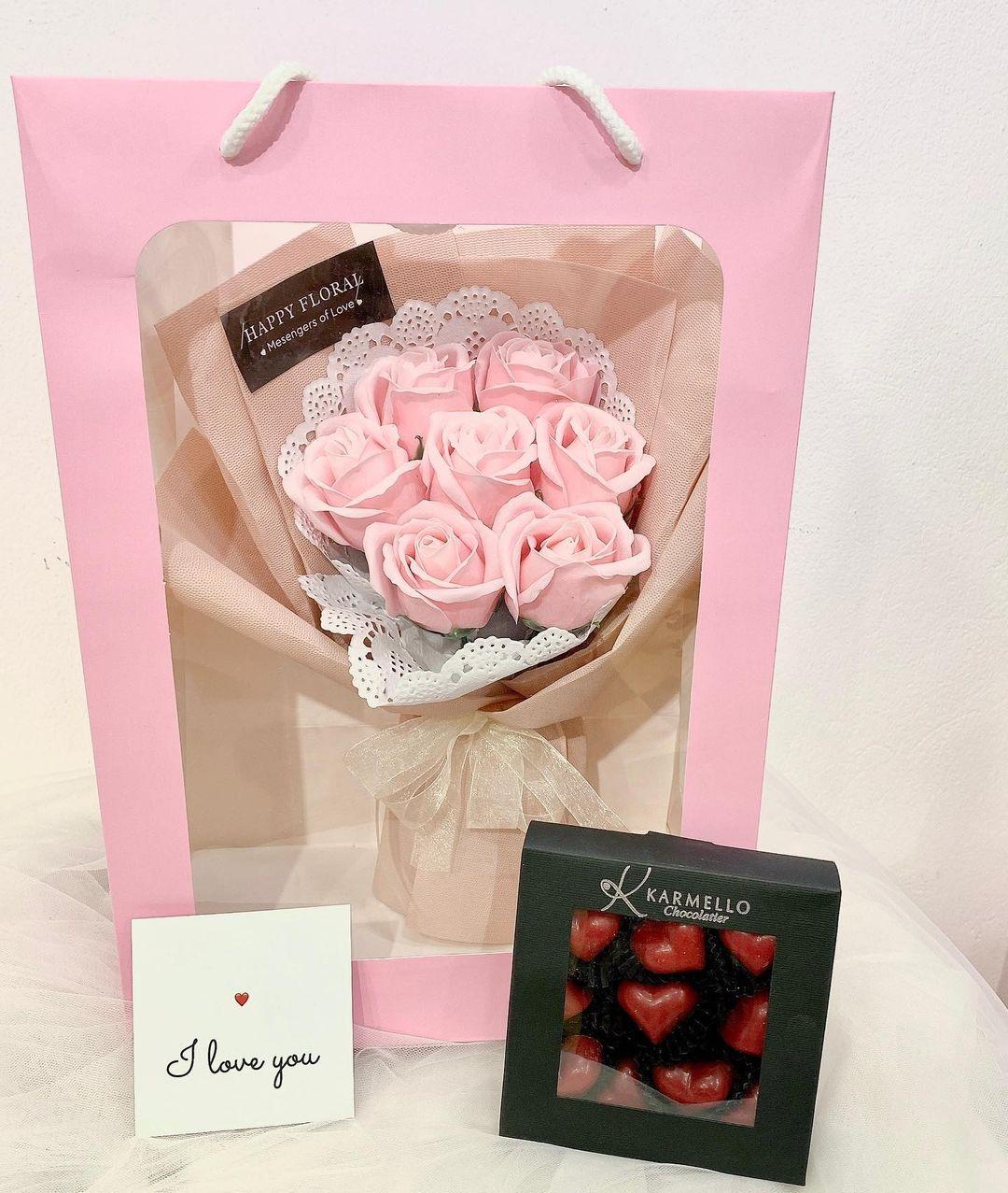 Từ 299K, bạn đã mua được set hoa + quà long lanh để tặng Valentine - Ảnh 2.