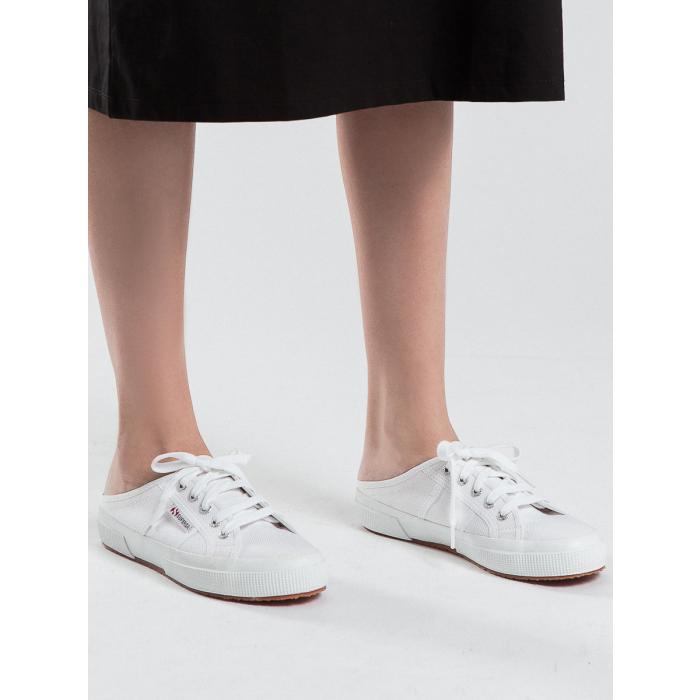 Mua sneaker đạp gót giống Jennie cho trendy, biết đâu lại có người yêu chất như GD - Ảnh 4.