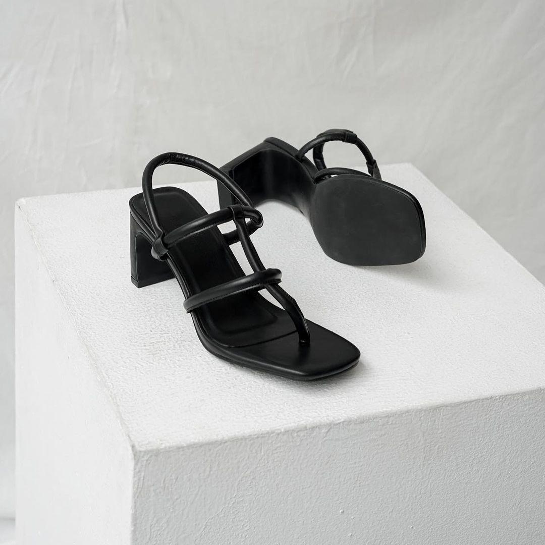 Tóc Tiên, Châu Bùi cùng diện đồ bơi với guốc mũi vuông quá hot, chị em sắm liền một đôi thôi nào - Ảnh 8.