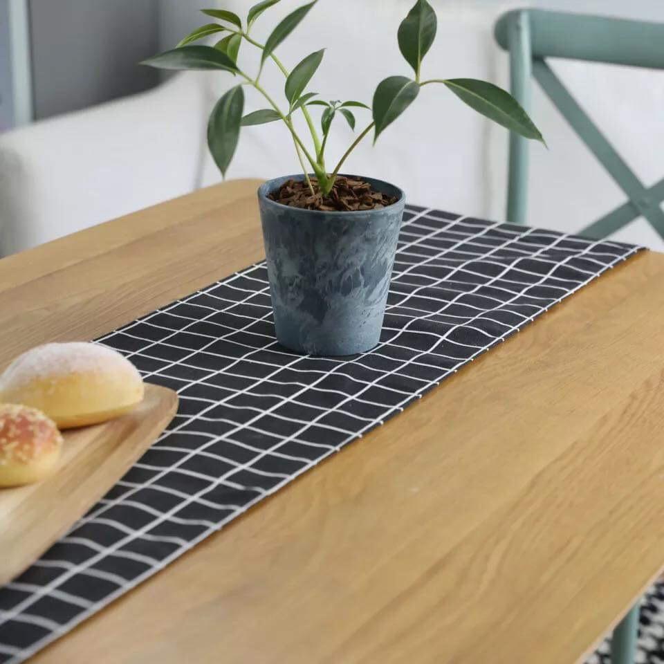 Từ 124K là mua được khăn trải bàn dài cho bàn ăn thêm xịn - Ảnh 2.