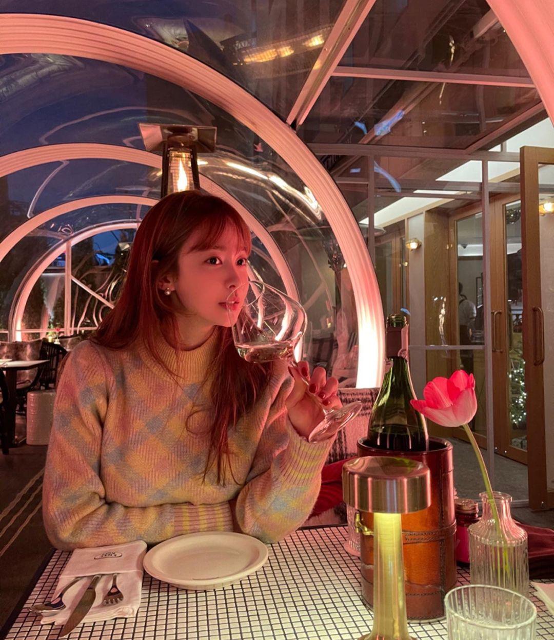 Loạt đồ Zara, H&M sao Hàn vừa diện: Sốc nhất là vòng cổ của Rosé, nhìn như hột xoàn bạc tỷ mà giá chỉ 1,6 triệu - Ảnh 4.