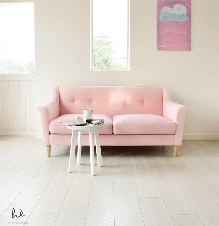 """Ngắm sofa xịn của sao Việt mà mê, ai muốn decor phòng khách sang xịn thì nên sắm 8 """"bé"""" này - Ảnh 6."""