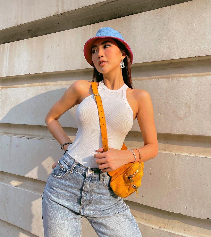 """Instagram look của sao Việt tuần qua: Ngọc Trinh khoe 3 vòng căng đét, Hiền Hồ """"đốt"""" gần 15 triệu cho đôi dép - Ảnh 8."""