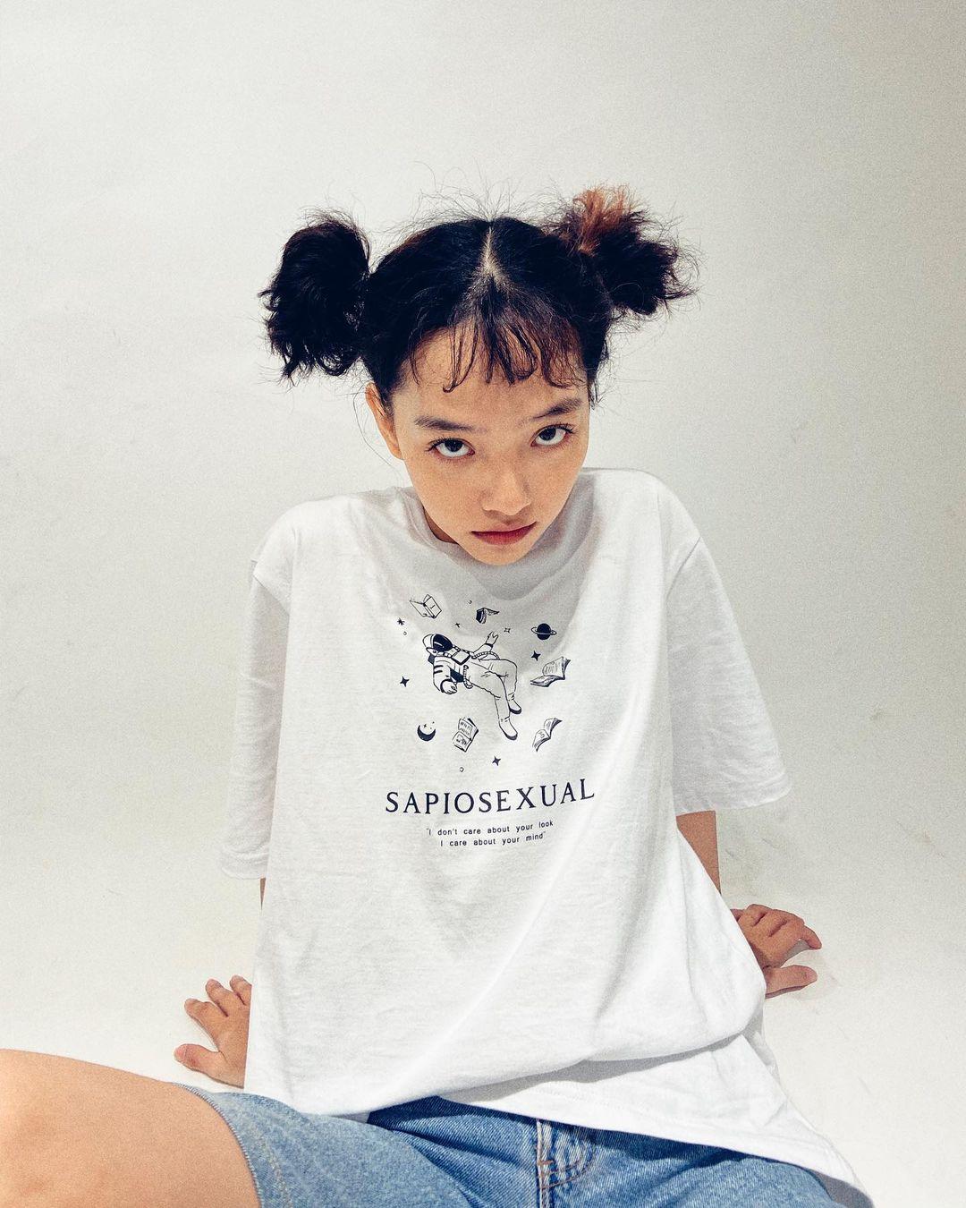 """Loạt áo phông local brand đơn giản mà chất lừ giá chỉ từ 250k, ai cũng nên sắm một """"em"""" đón hè - Ảnh 1."""