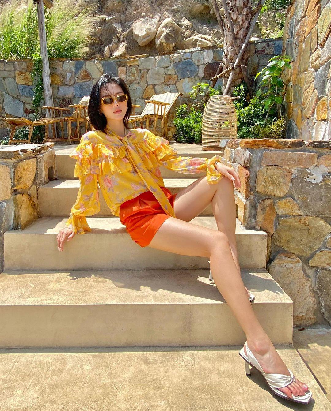Đồ local brand sao Việt vừa diện: Toàn món rẻ đẹp chỉ từ 260k, bất ngờ nhất là váy sexy giá chưa đến 400k của Lan Ngọc - Ảnh 5.