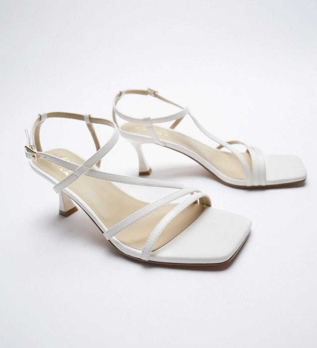 Mẫu sandals khiến Hà Trúc mê mẩn mua gần chục đôi đi dần: Chị em dễ dàng copy hoặc sắm mẫu na ná chỉ vài trăm nghìn - ảnh 18