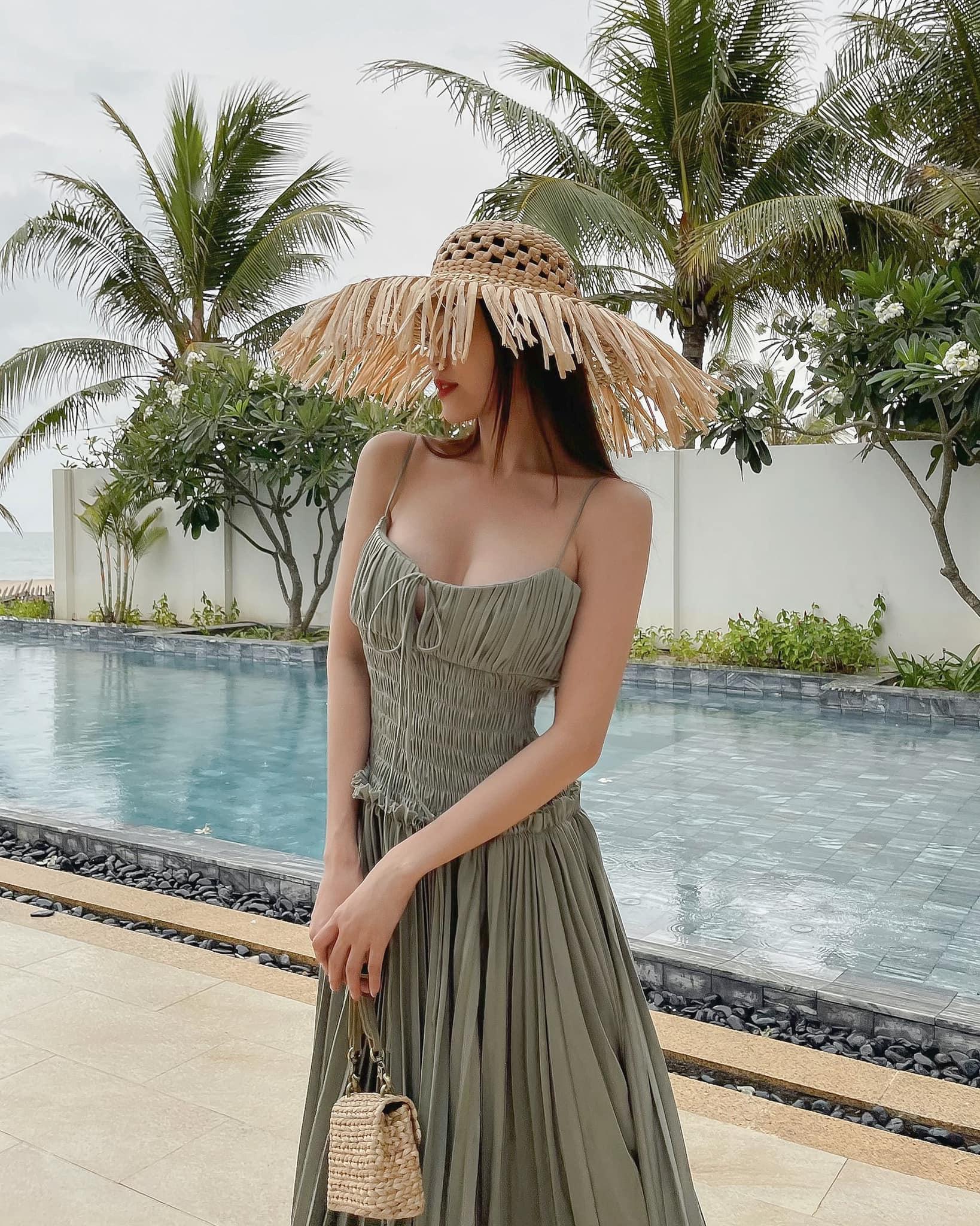 Đồ local brand sao Việt vừa diện: Bộ của Ngọc Trinh siêu rẻ, nhiều váy đẹp tôn dáng cực mê - Ảnh 6.