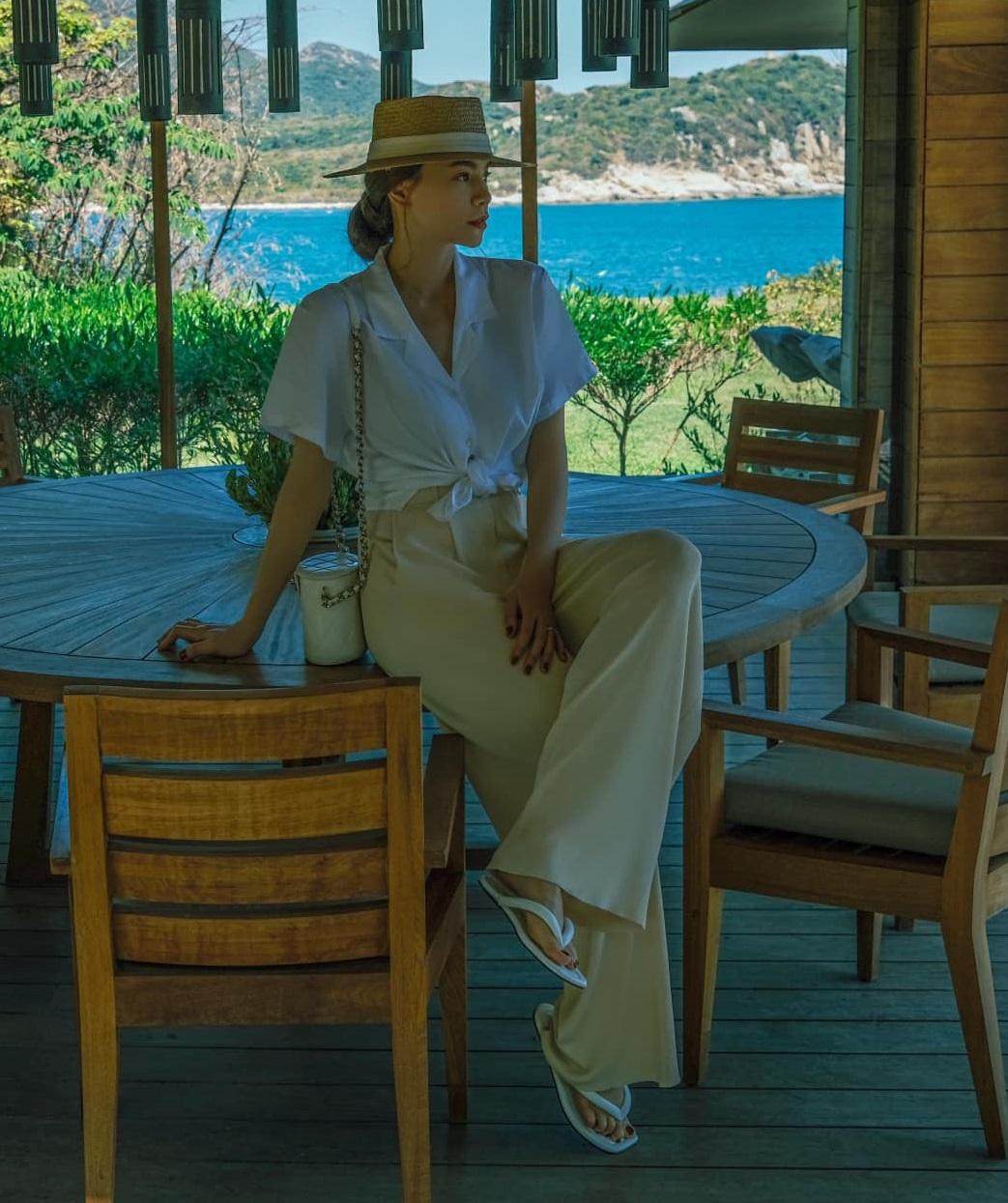 List váy áo Zara sao Việt vừa diện: Toàn món mát mẻ xinh xẻo chị em sắm đi du lịch thì hết nút - ảnh 10