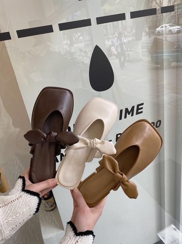 Giờ cứ diện giày mule là sang chảnh và thoải mái nhất, mình đã tìm được nhiều mẫu xinh thôi rồi cho các nàng đây - Ảnh 4.