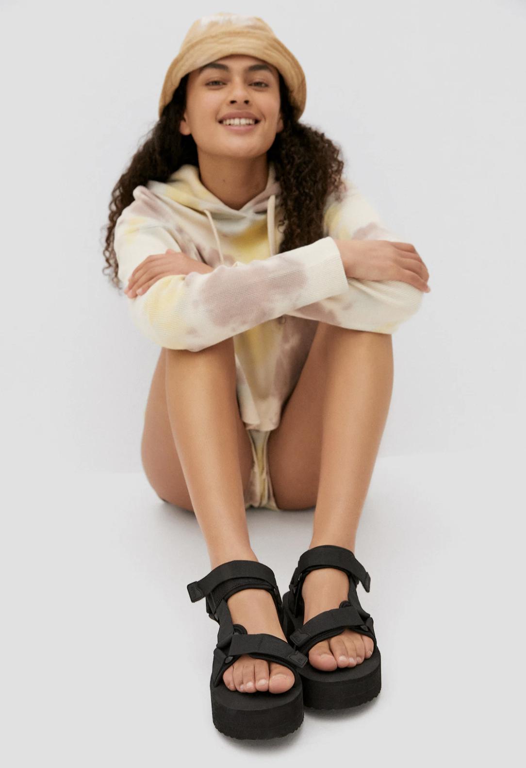 Tậu sandal đế độn hot trend thôi các nàng, vừa hack dáng cao ráo vừa cool bá cháy - Ảnh 8.