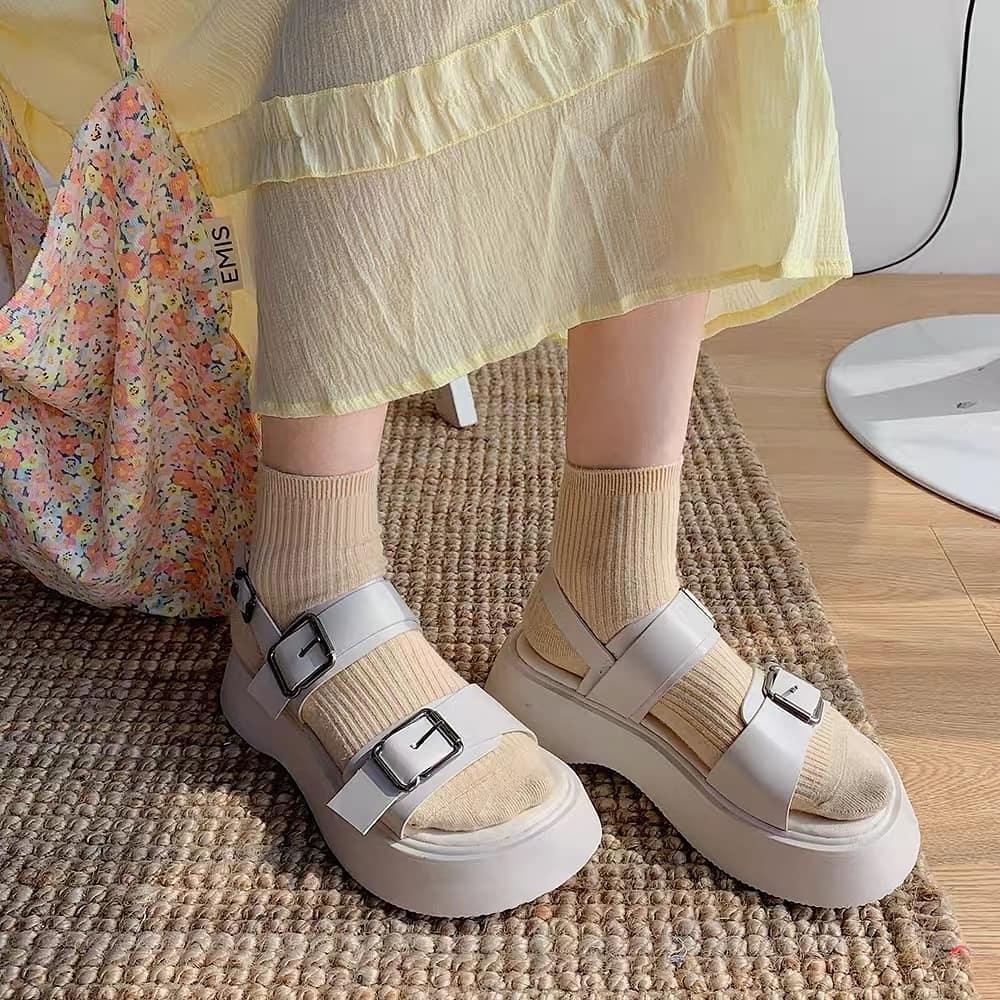 Tậu sandal đế độn hot trend thôi các nàng, vừa hack dáng cao ráo vừa cool bá cháy - Ảnh 3.