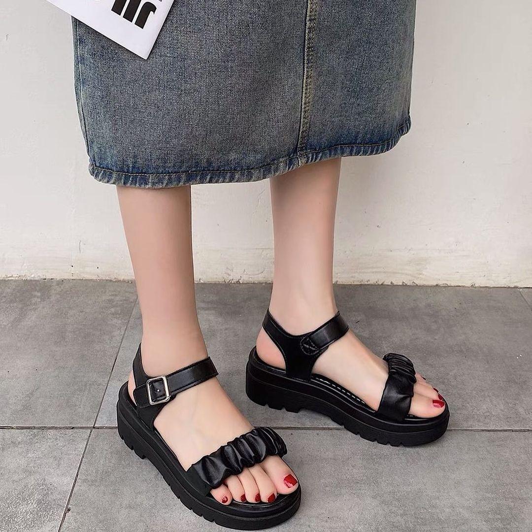 Tậu sandal đế độn hot trend thôi các nàng, vừa hack dáng cao ráo vừa cool bá cháy - Ảnh 4.