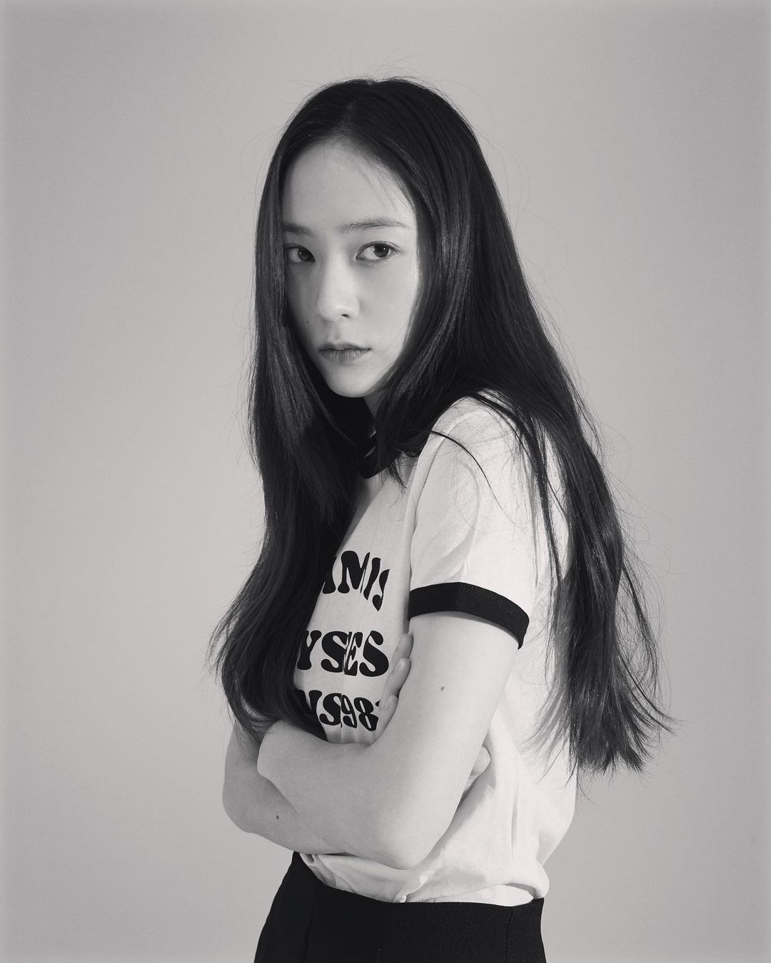 Sao Hàn diện đồ Zara từ street style lên sàn diễn: Xinh nhất là áo phông chỉ hơn 200k của Krystal - Ảnh 1.