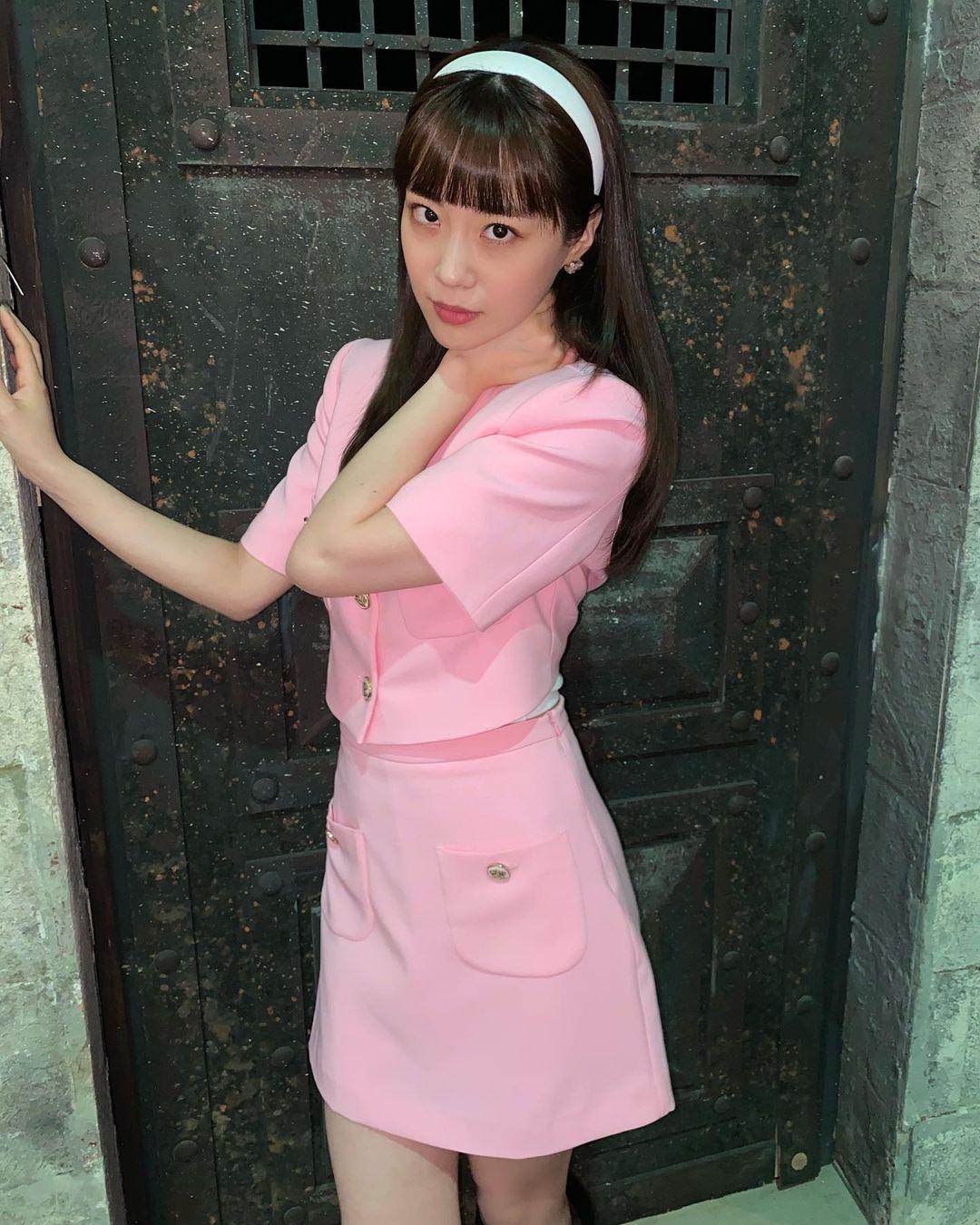 Sao Hàn diện đồ Zara từ street style lên sàn diễn: Xinh nhất là áo phông chỉ hơn 200k của Krystal - Ảnh 5.
