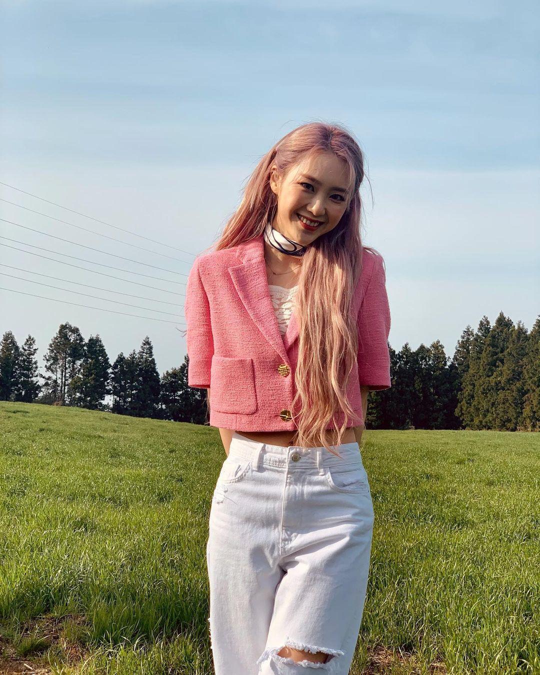 Sao Hàn diện đồ Zara từ street style lên sàn diễn: Xinh nhất là áo phông chỉ hơn 200k của Krystal - Ảnh 6.