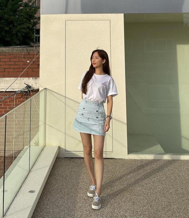 Sao Hàn diện đồ Zara từ street style lên sàn diễn: Xinh nhất là áo phông chỉ hơn 200k của Krystal - Ảnh 4.