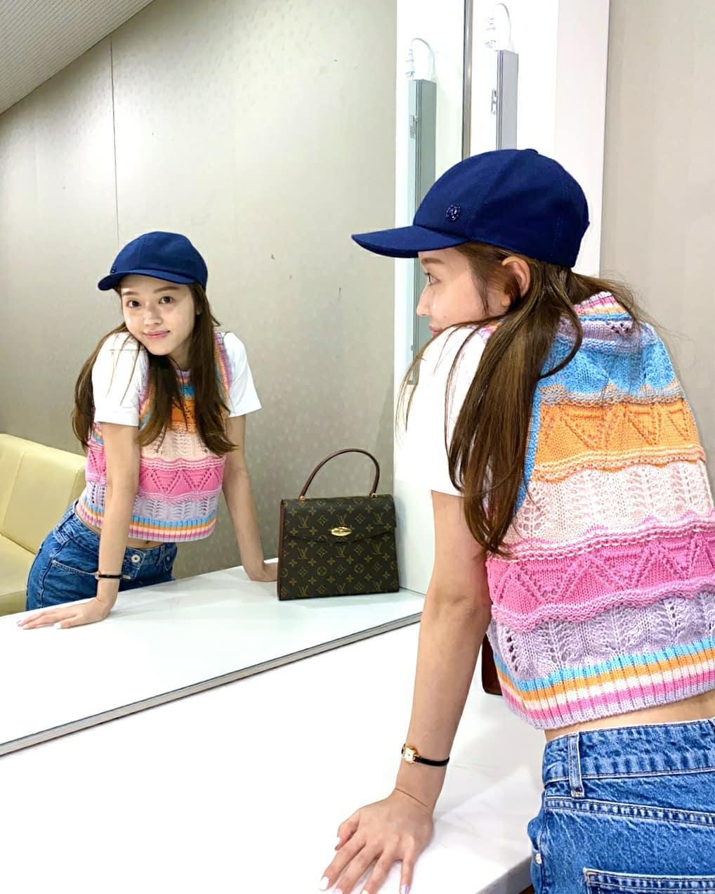 Sao Hàn diện đồ Zara từ street style lên sàn diễn: Xinh nhất là áo phông chỉ hơn 200k của Krystal - Ảnh 3.