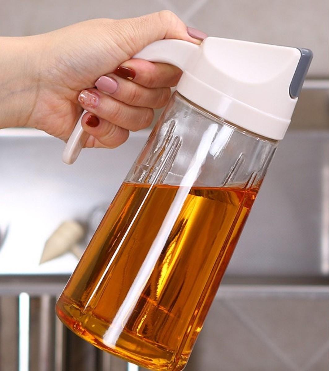 Chị em mau sắm bình đựng dầu ăn đi, chỉ hơn trăm nghìn mà làm căn bếp sang hơn mấy phần - Ảnh 3.