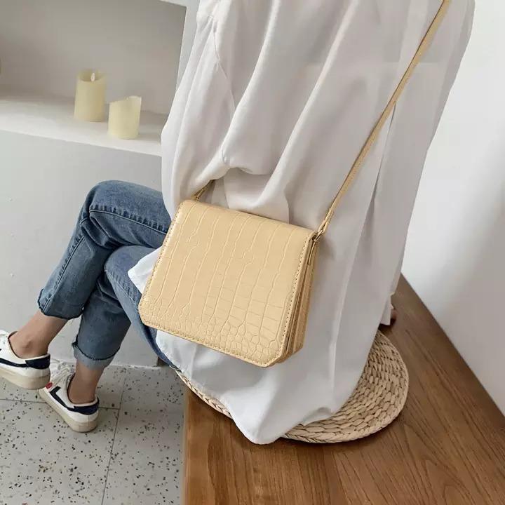 Chị em chơi hệ sành điệu là phải sắm túi màu vàng bơ, gam màu hot trend diện lên xinh yêu mê mẩn - Ảnh 4.